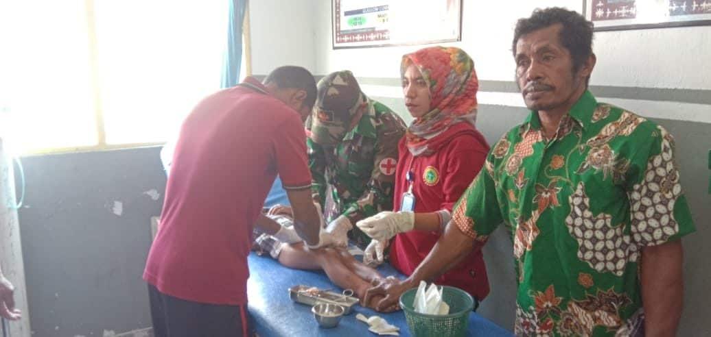 Peringati HUT Kesehatan, Satgas Yonif RK 136 Gelar Pengobatan Massal di Tehoru