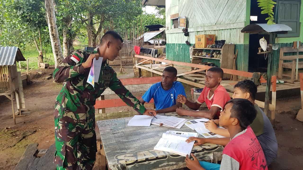 Dongkrak Nilai UN, Satgas Yonif MR 411 Gelar Bimbel di SD Bupul