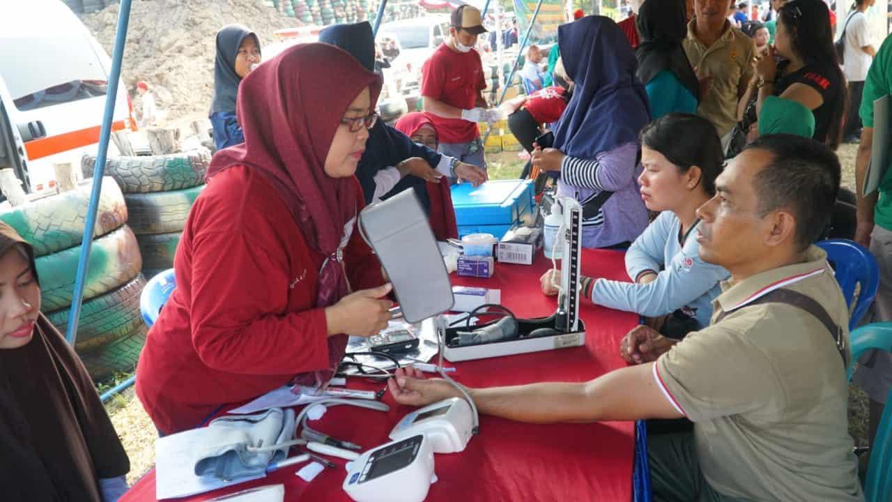 Antusias, Ribuan Warga Ikuti Pengobatan Gratis Kodim 1011 Kuala Kapuas