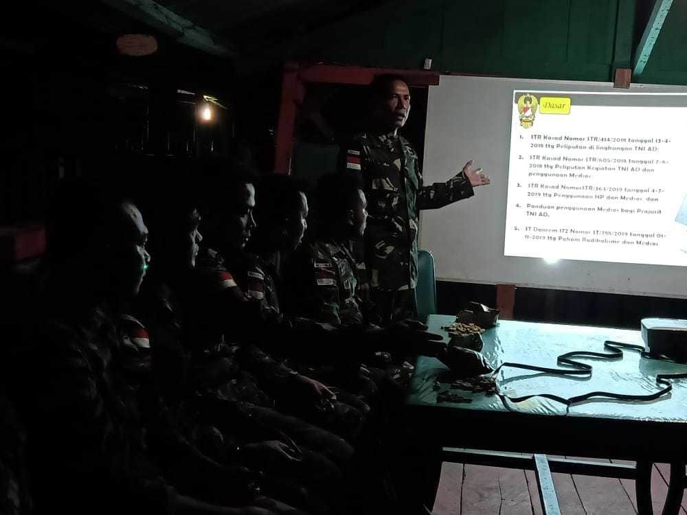 Satgas Pamtas Yonif R 509 Sosialisasikan Bijak Bermedsos Kepada Prajurit