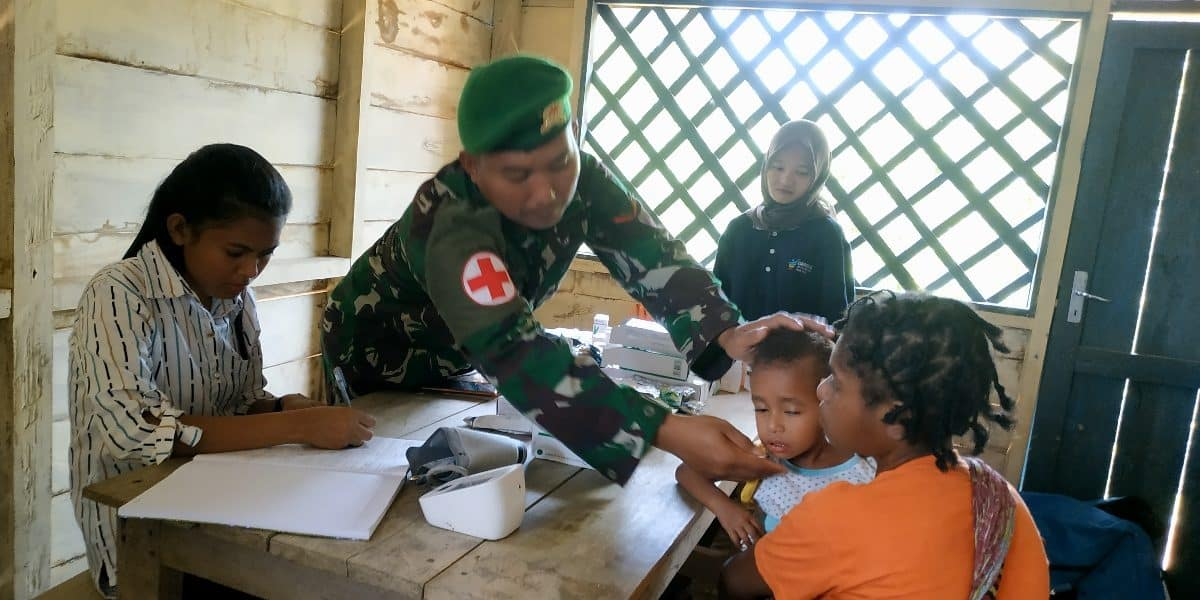 Peduli Kesehatan Ibu Hamil dan Balita, Yonif 406 Gelar Posyandu di Kampung Kanggewod