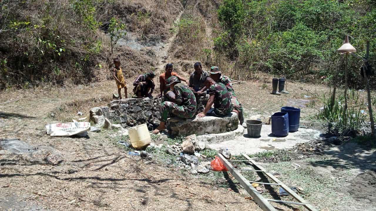 Satgas Yonif 142 Hadirkan Air Bersih Bagi Warga di Perbatasan RI-RDTL