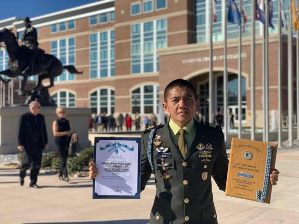 Lulus Terbaik, Kapten Teddy Dapat 3 Penghargaan di US Army Infantry School