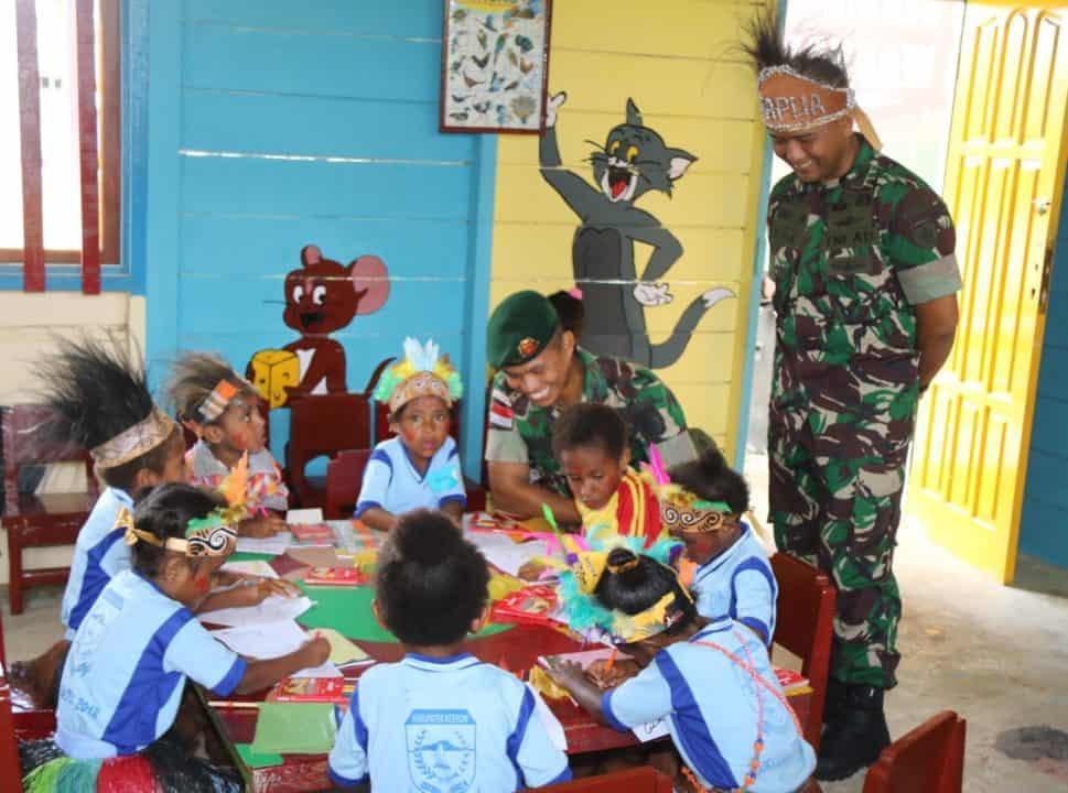 Renovasi Fasilitas Bermain TK, Satgas Yonif R 509 Berikan Harapan Baru Bagi Anak Papua