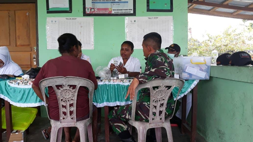 Posyandu Lansia Satgas Yonif R 509, Menyehatkan Para Manula di Perbatasan