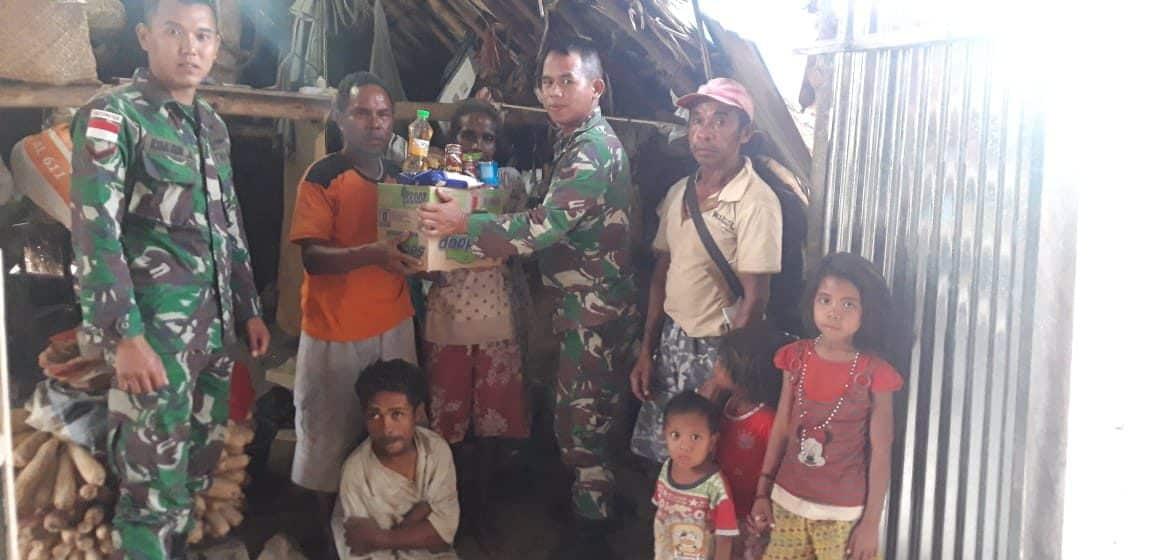 Peduli Penderita Polio, Satgas Yonif 142 Bagikan Sembako