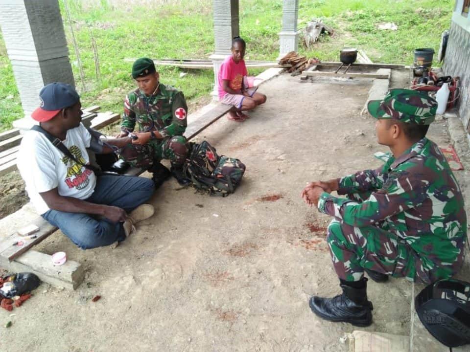 Layanan Kesehatan Satgas Pamtas Yonif R 300 Atasi Minim Faskes di Perbatasan RI-PNG