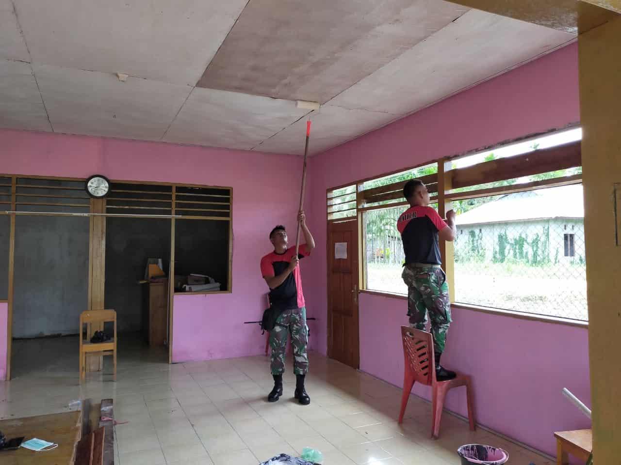 Peduli Kesehatan, Satgas Yonif R 300 Rehab Posyandu Sari Asih