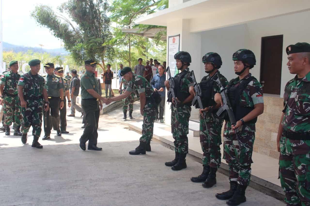 Motivasi Prajurit, Waaspam Kasad Kunjungi Satgas Yonif R 142 di Perbatasan RI-RDTL