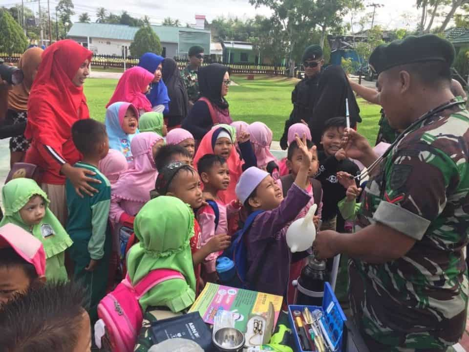 Antusias, Pelajar TK Raudhatul Athfal Ikuti Safari Wasbang di Satgas Yonif R 600