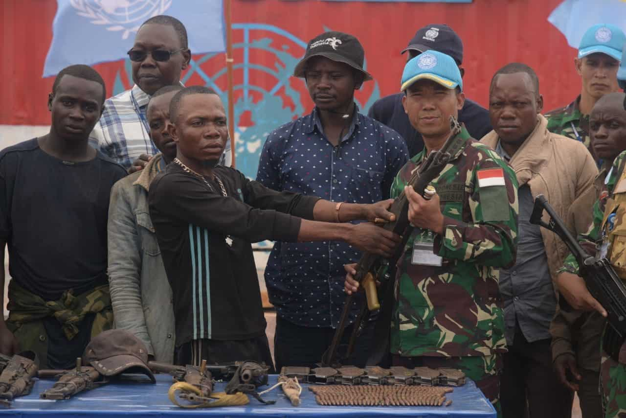 Sadarkan Eks Kombatan, Satgas TNI RDB MONUSCO Terima 6 Senjata dan Ratusan Peluru