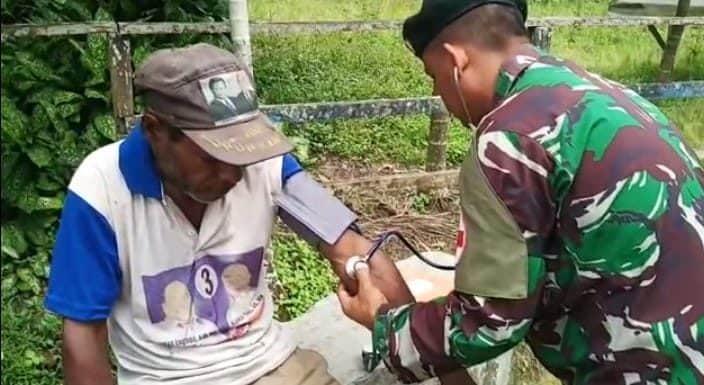Dimana Saja dan Kapan Saja, Satgas Yonif R 300 Siap Layani Kesehatan Warga Papua