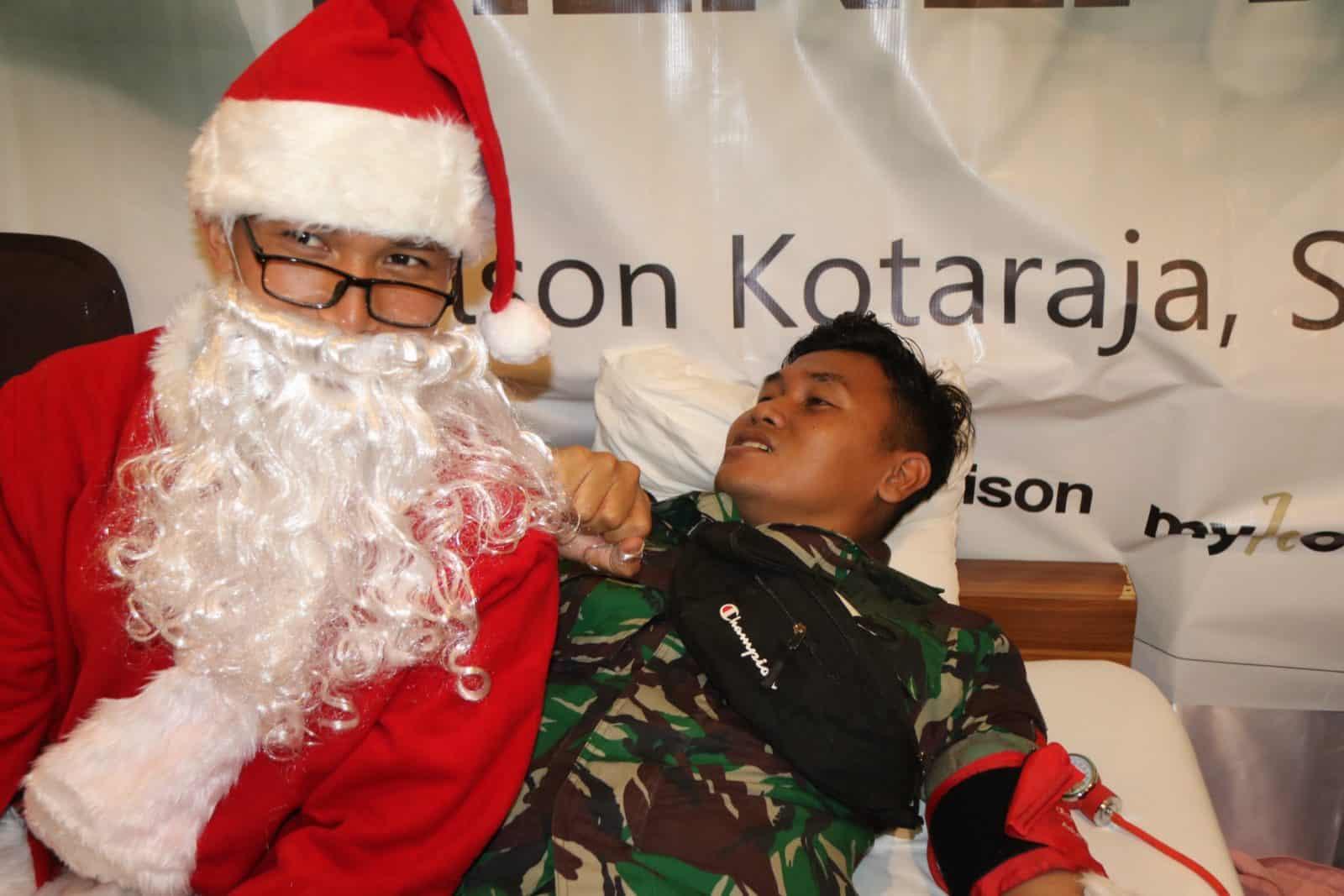 Sinterklas Ramaikan Donor Darah Satgas Yonif 509 di Abepura