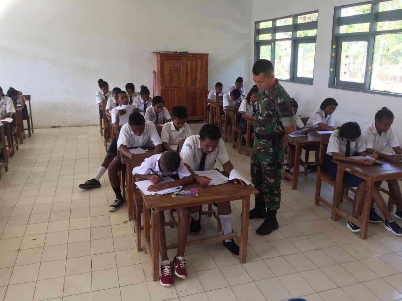 Tingkatkan Kualitas Generasi Muda, Satgas Yonif R 142 Mengajar di Perbatasan RI-RDTL