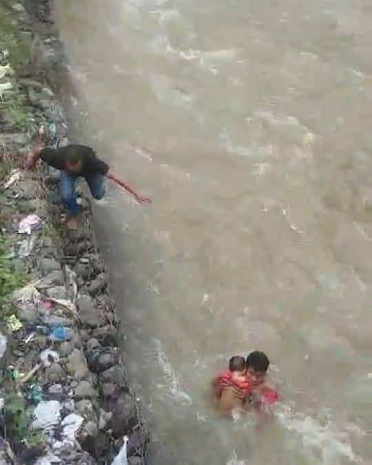 Sempat Diselamatkan Sertu Mardi, Bayi Yang Terseret Arus Sungai Meninggal Dunia