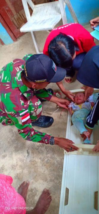 Wujudkan Indonesia Sehat, Satgas Yonif R 509 Gelar Posyandu di Perbatasan RI-PNG