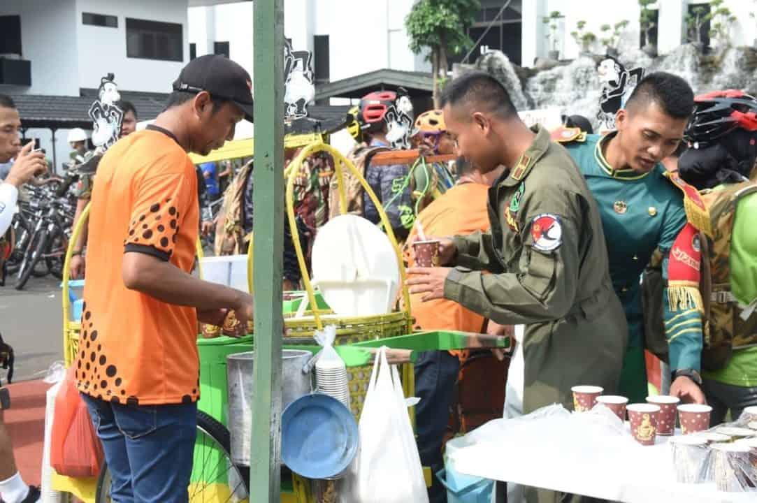 Gowes Bersama dan Gerobak Kaki Lima, Rajut Kekeluargaan di Hari Juang TNI AD 2019