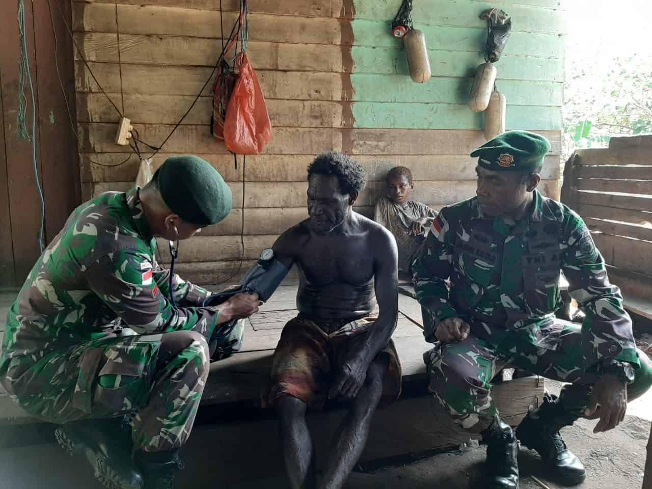 Satgas Yonif 411 Layani Kesehatan di Pedalaman Papua