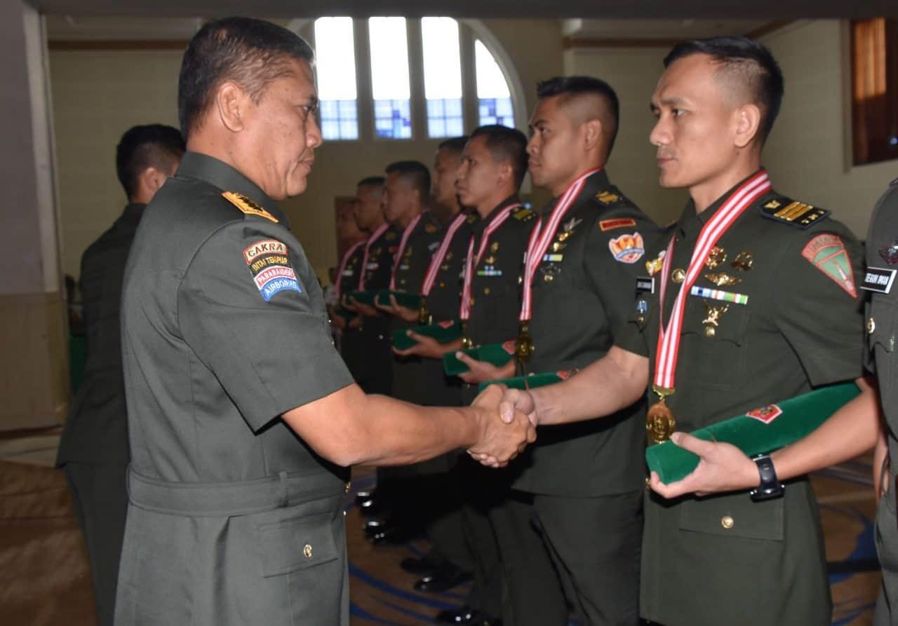 964 Perwira TNI AD Alih Status Jadi Perwira Menengah