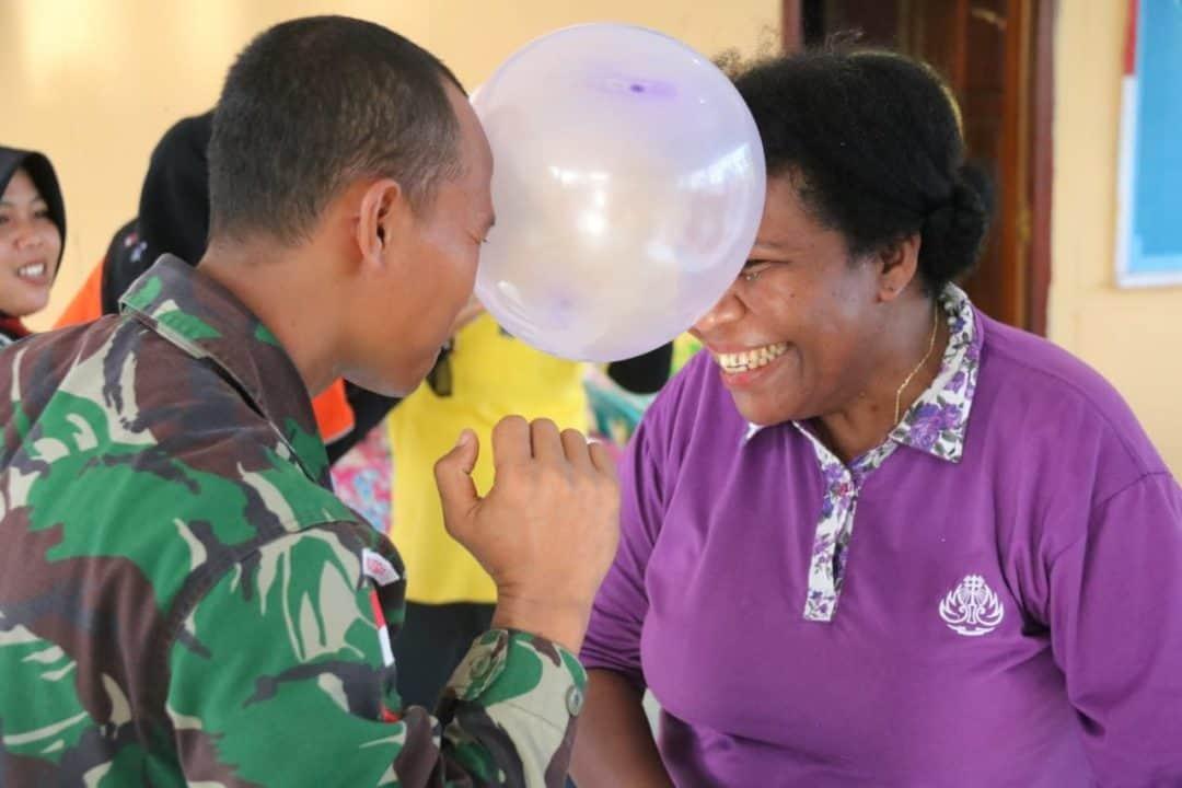 Hari Ibu di Perbatasan RI-PNG, Satgas Yonif 411 Gelar Lomba Menarik