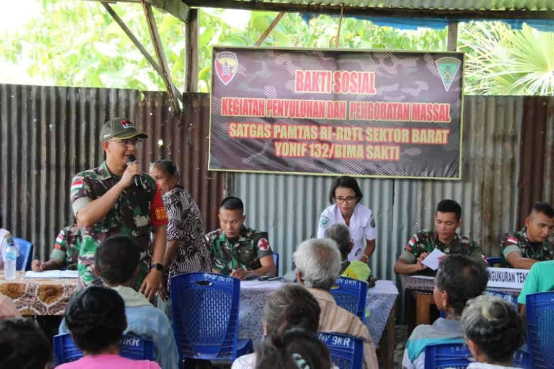 Wujudkan Indonesia Sehat, Satgas Yonif 132 Gelar Pengobatan Massal