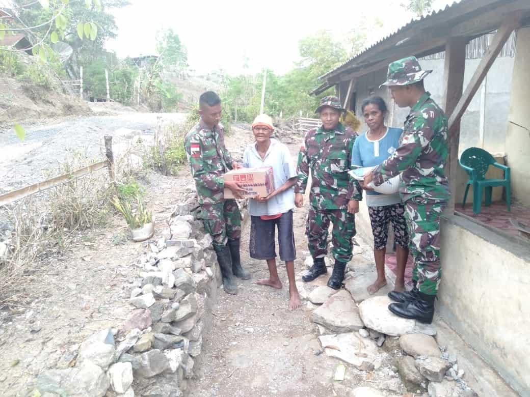 Sambut Natal dan Tahun Baru, Satgas Yonif 142 Bagikan Sembako di Tapal Batas
