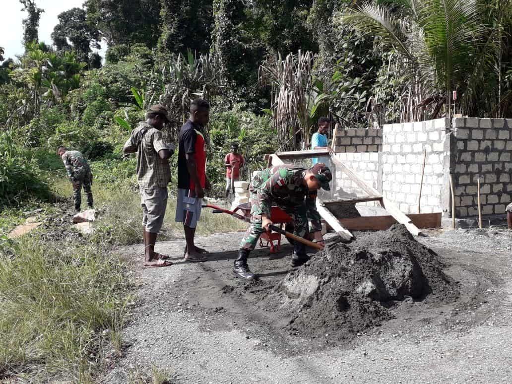 Satgas Yonif 713 Bangun Penampungan Air di Kampung Kibay