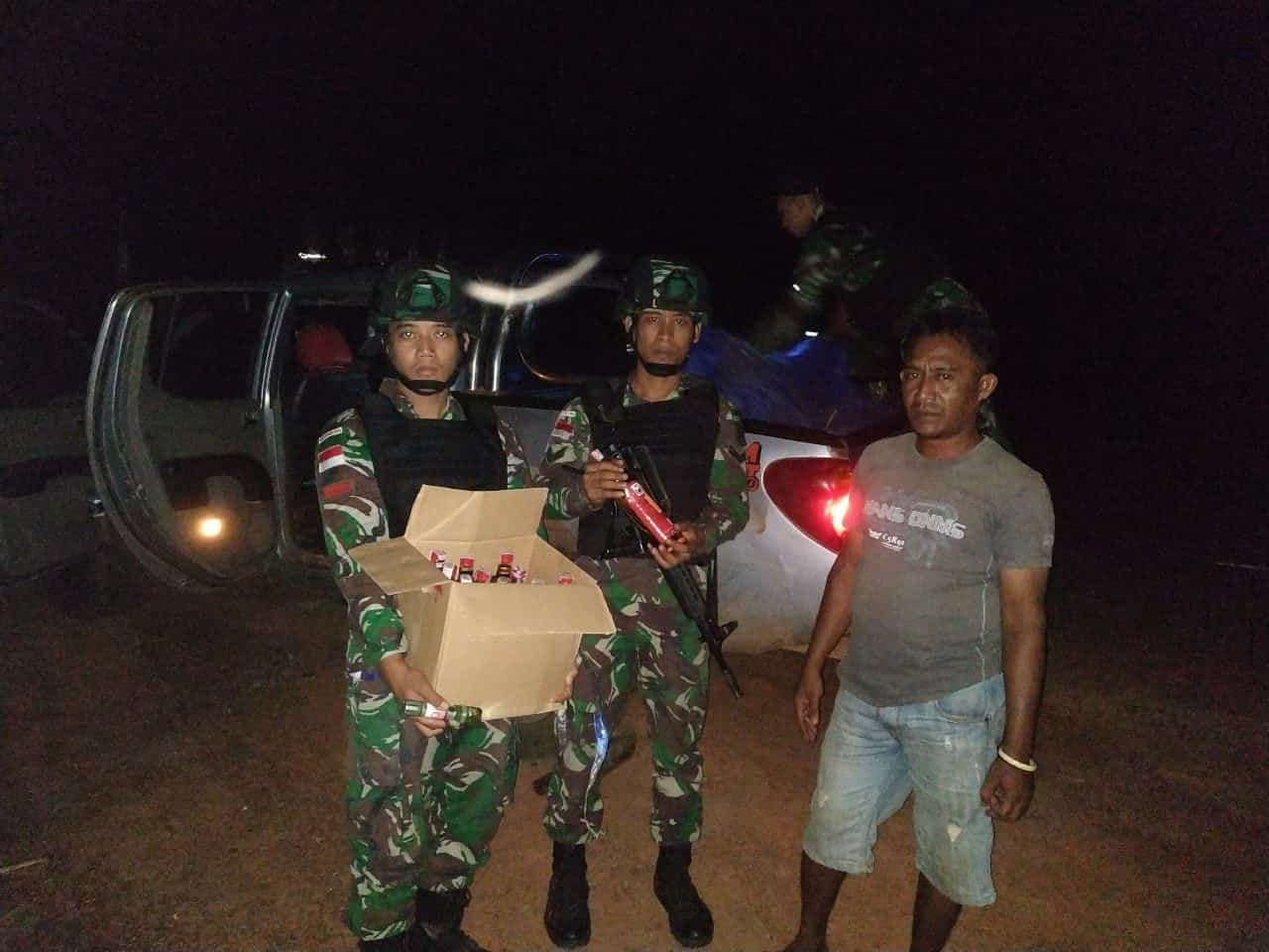Bawa Ratusan Botol Miras, Sopir Taksi Diamankan Satgas Pamtas Yonif 411 di Sota