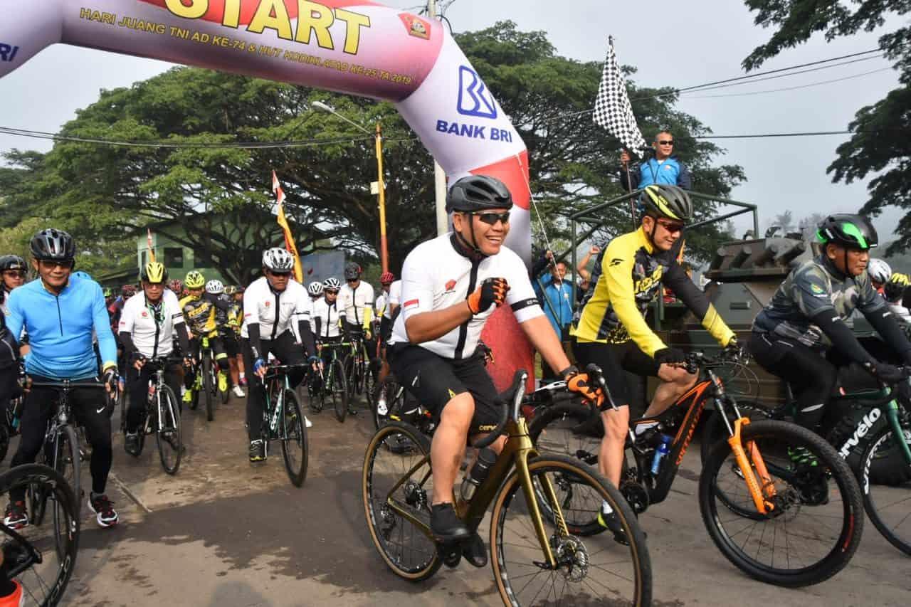Peringatan Hari Juang TNI AD, HUT Infanteri serta HUT Kodiklatad, dimeriahkan dengan Olah Raga, Bakti Sosial Hingga Adventure Off Road
