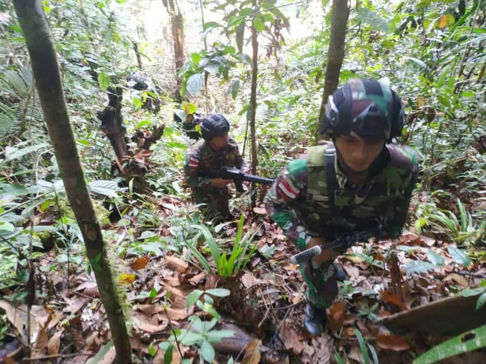 Jaga Keamanan Wilayah dan Kelestarian Alam Papua, Satgas Yonif 300 Patroli Hutan