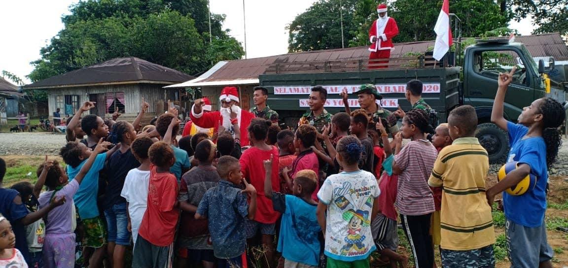 Sayang Anak-anak, Satgas Yonif 406 Bagikan Bingkisan Natal Di Boven Digoel
