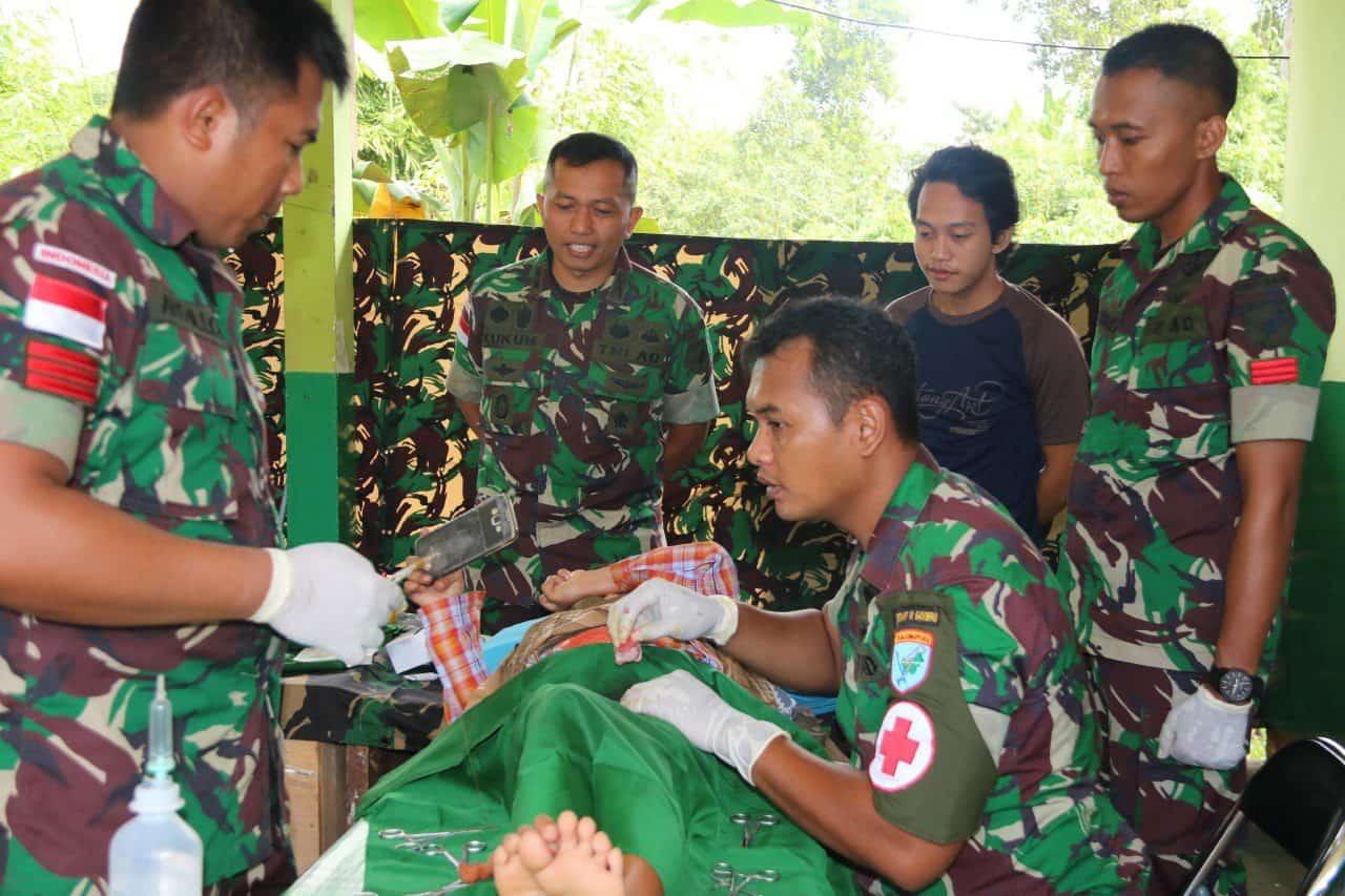 28 Anak Perbatasan RI-Malaysia Ikuti Khitanan Massal Satgas Yonif R 641