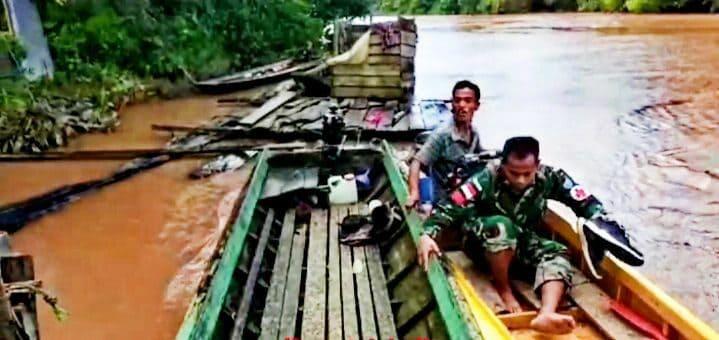 Susuri Hutan dan Sungai, Satgas Yonif 641 Obati Warga Pedalaman Kalimantan