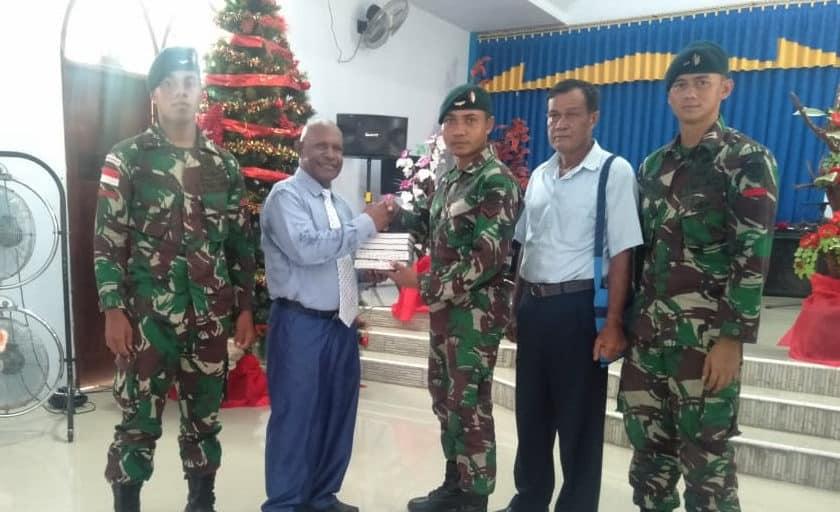 Jelang Natal, Satgas Pamtas Yonif Raider 300 Berikan Bantuan Sarana Ibadah
