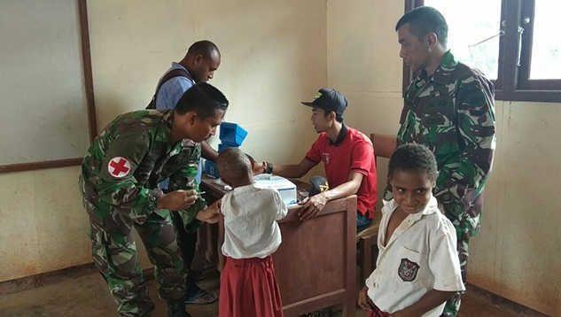 Peduli Generasi Muda Papua, Satgas Yonif 406 Gelar Imunisasi di Boven Digoel