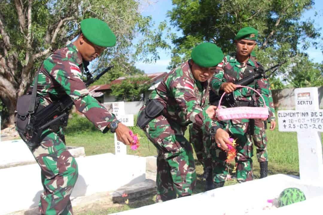 Kenang Jasa Pahlawan, Satgas Yonif 132 Ziarah ke TMP Cendana Loka