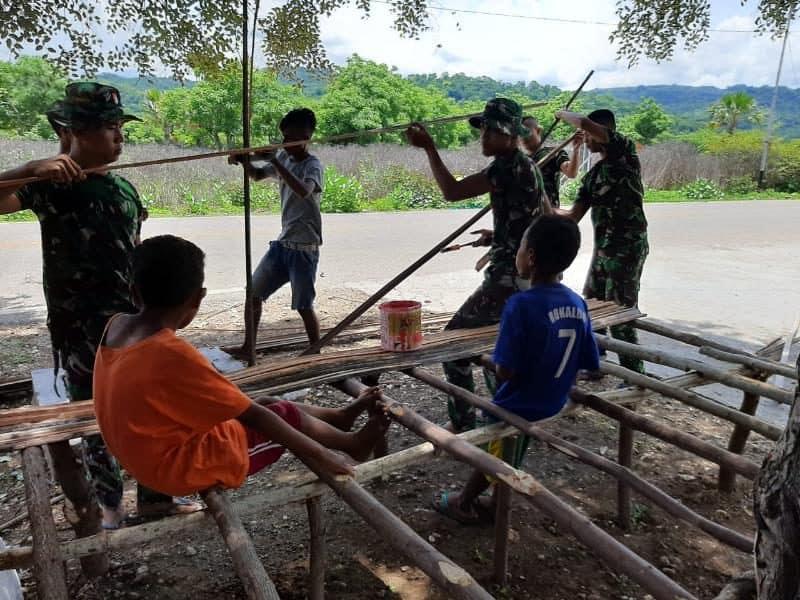 Satgas Yonif 142 Bangun Halte Bagi Pelajar di Perbatasan RI-RDTL
