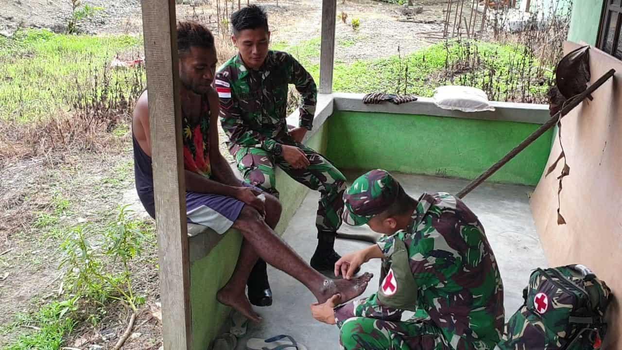 Layanan Kesehatan, Jalinan Kasih Satgas Yonif R 300 Dengan Warga Papua