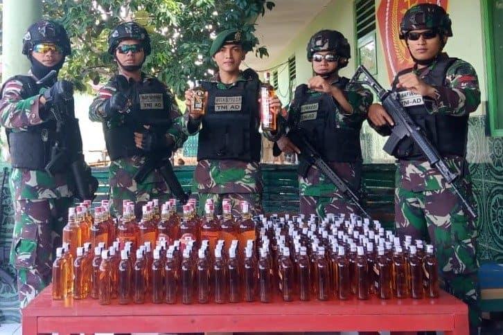 228 Botol Miras Selundupan Diamankan Satgas Pamtas Yonif MR 411