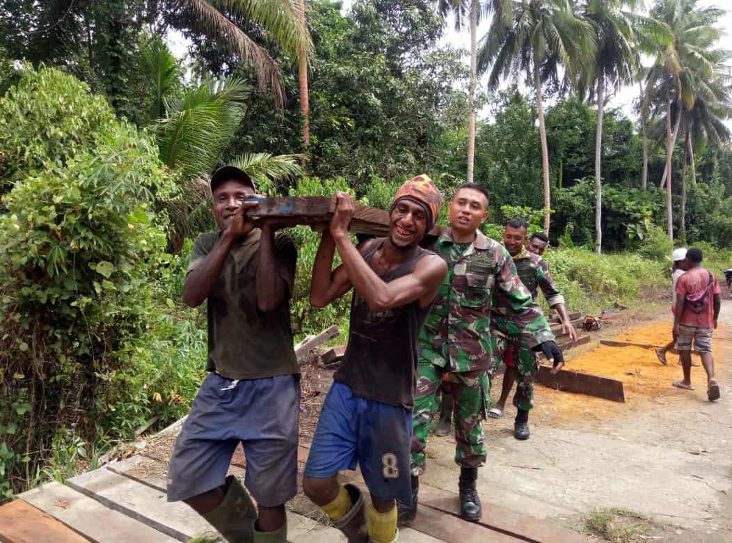 Jembatan Satgas Yonif 755 Hubungkan Dua Kampung Papua