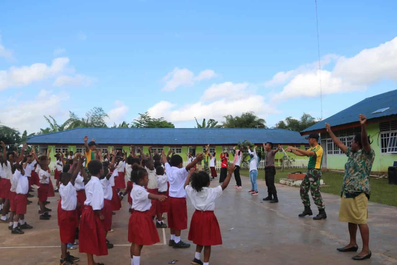 Motivasi Belajar Anak Perbatasan, Satgas Yonif MR 411 Ajak Senam Pagi