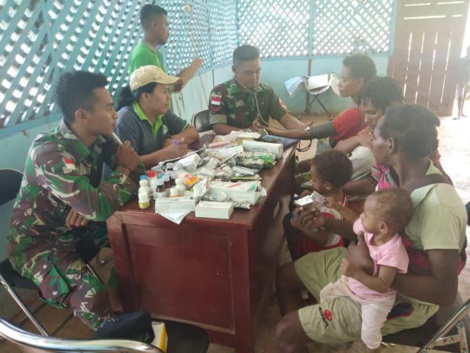 Layanan Kesehatan di Wilayah Terisolir, Satgas Yonif 406 Wujudkan Papua Sehat