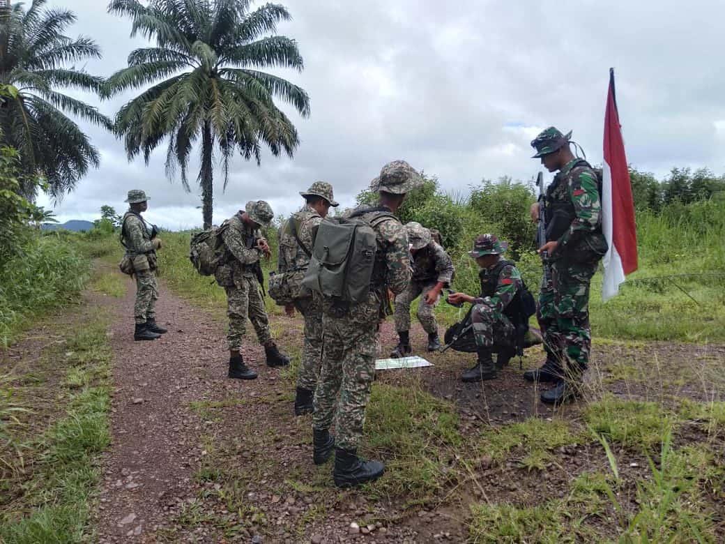 Tingkatkan Keamanan, Satgas Yonif 133 Gelar Patroli Bersama TDM di Perbatasan RI-Malaysia