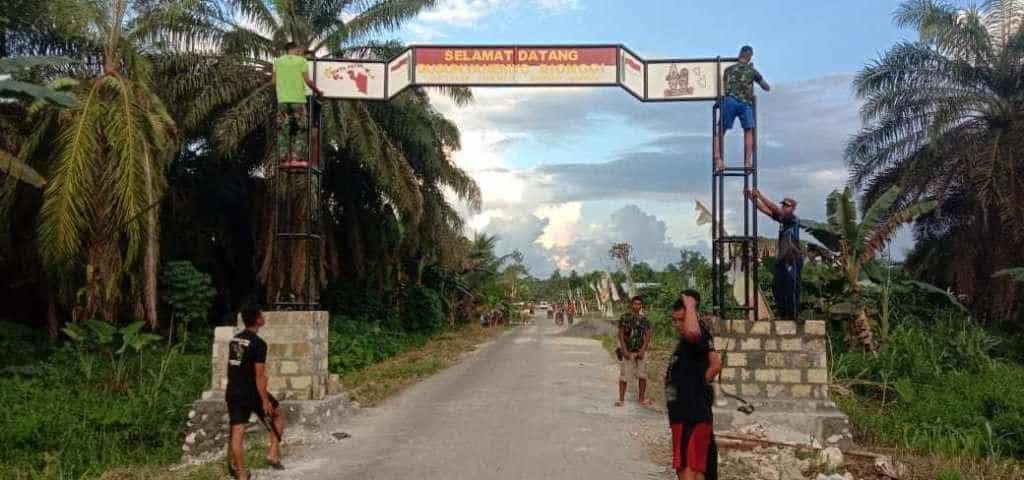 Gapura Satgas Yonif 300 Perindah Kampung di Perbatasan RI-PNG