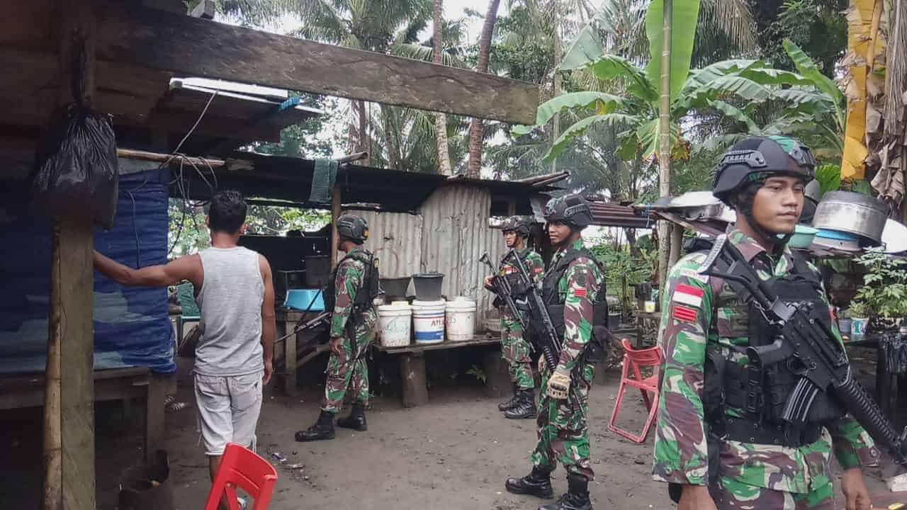 Patroli Satgas Yonif 755, Jaga Keamanan Wilayah dan Cek Kesehatan Warga Papua