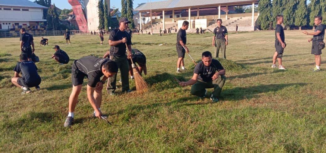 Jamin Kenyamanan Warga, Kodim Buleleng Perbaiki Lapangan Olahraga
