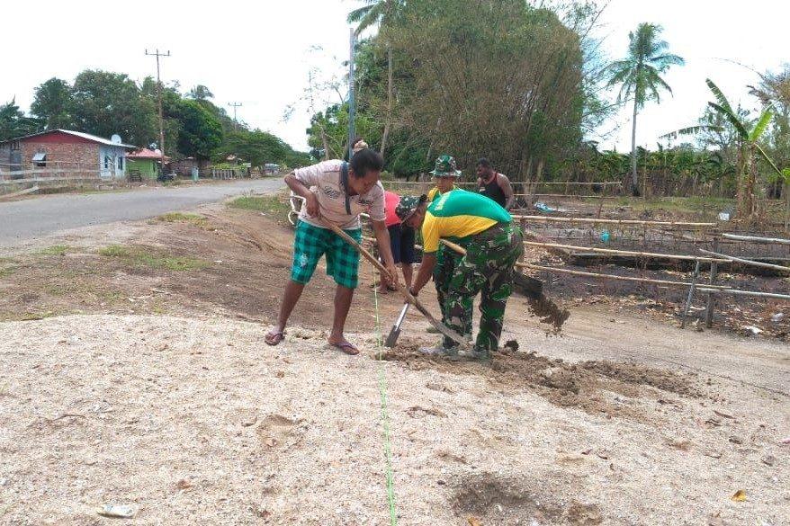 Karya Bakti Satgas Yonif 411, Sediakan Air Bersih Warga Papua