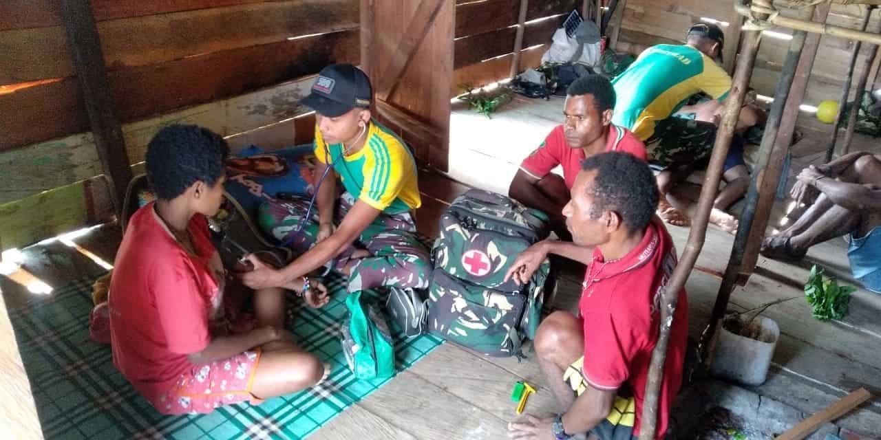 Layani Kesehatan, Satgas Yonif 509 Datangi Warga Papua di Pegunungan