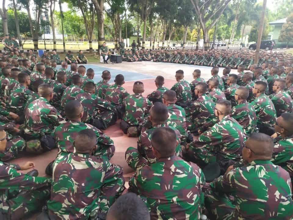 Pangdam XVI/Pattimura Pimpin Apel Pemeriksaan Kesiapan Satgas Yonif RK 732/Banau