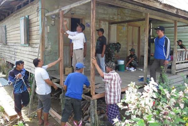 Rusak Dimakan Rayap, Rumah Nenek Mariam di Perbaiki Kodim Malinau